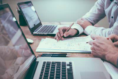Reunión con el cliente en el estudio